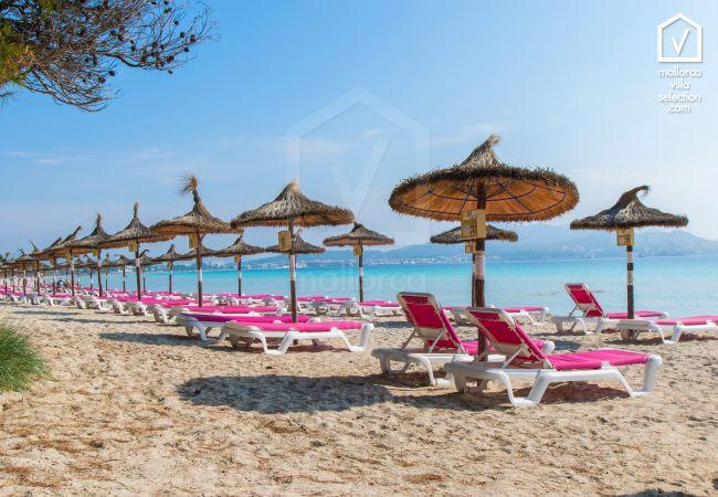 Villa en Platja de Muro - REUS :) Espaciosa casa para 8 personas en Playa de Muro. AC y WiFi gratis