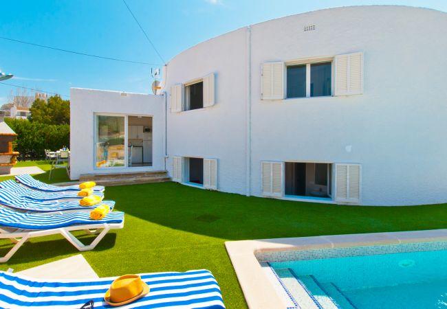 Villa en Port d´Alcudia - ELISA :)  Villa Mediterránea para 10 personas en Puerto de Alcudia. AC y WiFi gratis